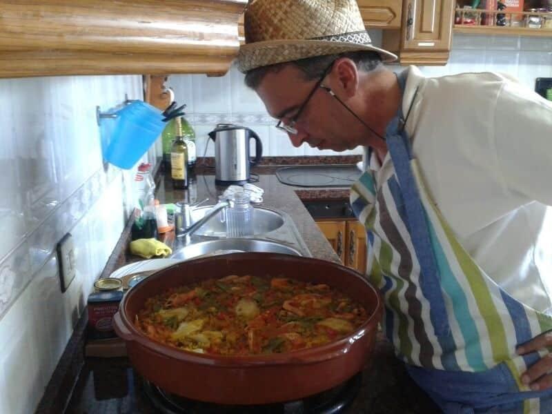 Nuestro cocinero en el ashram