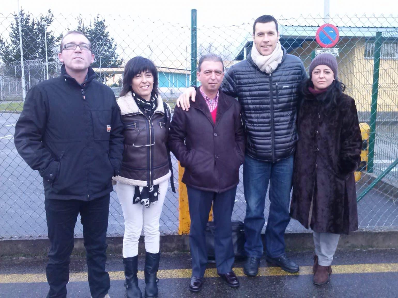 Manuel, Luisa, Raman Leonato, Ismael Santos Y Mónica Reyes en las puertas de CP Villabona