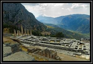 Templo de Apolo - Delfos - Conocete a ti mismo