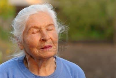 Taller de meditación para gente mayor en la Llar de Jubilats de la confreria. En l'Atmetlla de Mar Tarragona