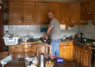hombre en la cocina